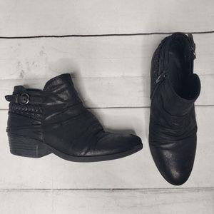 Baretraps Guenna black ankle bootie 6 strappy zip